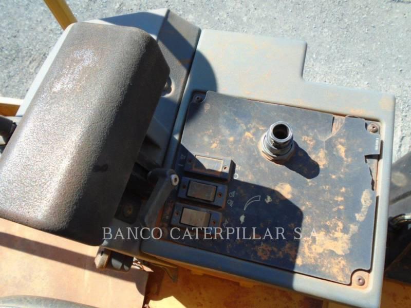 CATERPILLAR VIBRATORY SINGLE DRUM SMOOTH CS-423E equipment  photo 7