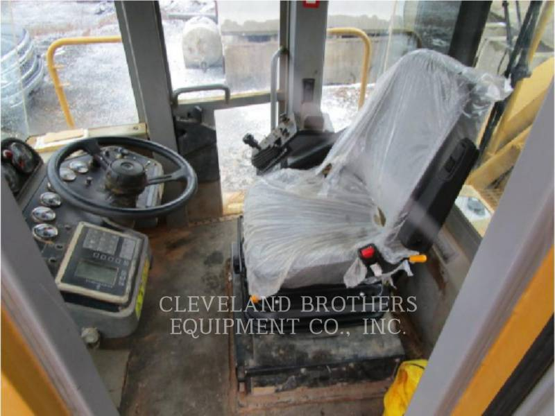 CATERPILLAR REPANDEUR DE BITUME RM500 equipment  photo 5
