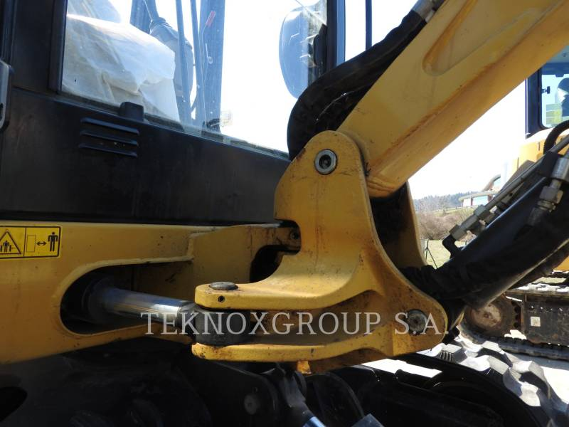 CATERPILLAR EXCAVADORAS DE CADENAS 302.4D equipment  photo 10