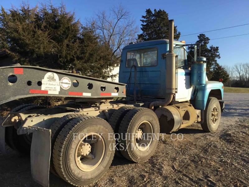 MACK CAMIONES DE CARRETER R223 equipment  photo 3