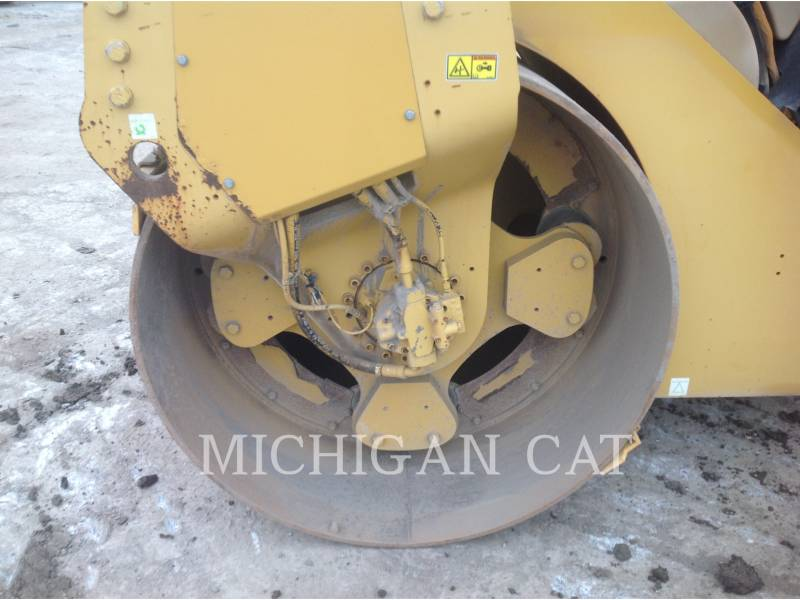 CATERPILLAR VIBRATORY DOUBLE DRUM ASPHALT CB-564D equipment  photo 17