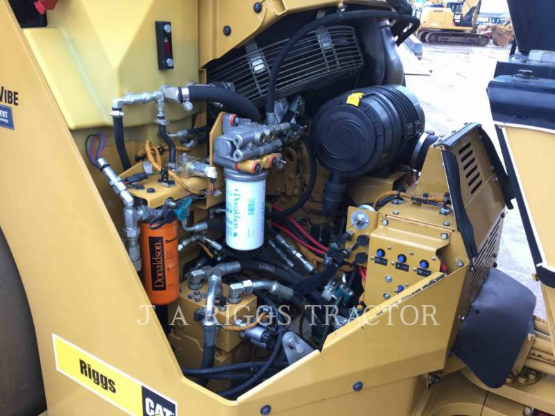 Caterpillar COMPACTOARE CB64 equipment  photo 17