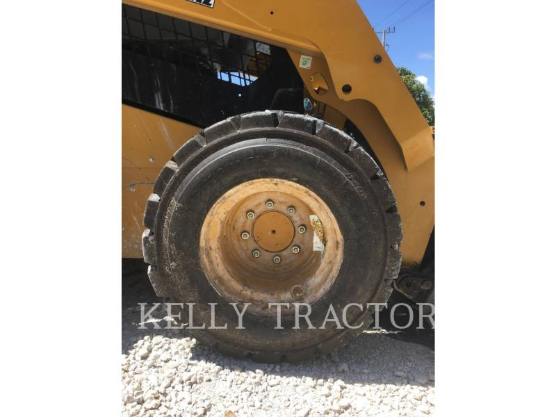 CATERPILLAR MINICARGADORAS 242 D equipment  photo 10