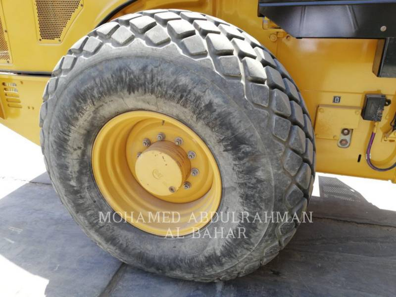 CATERPILLAR COMPACTEUR VIBRANT, MONOCYLINDRE LISSE CS 74 equipment  photo 9