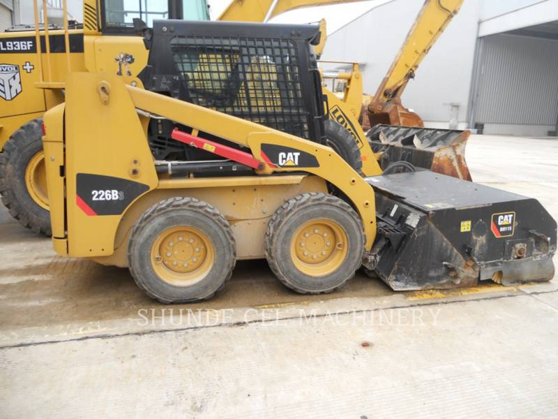 CATERPILLAR PALE COMPATTE SKID STEER 226B3LRC equipment  photo 9
