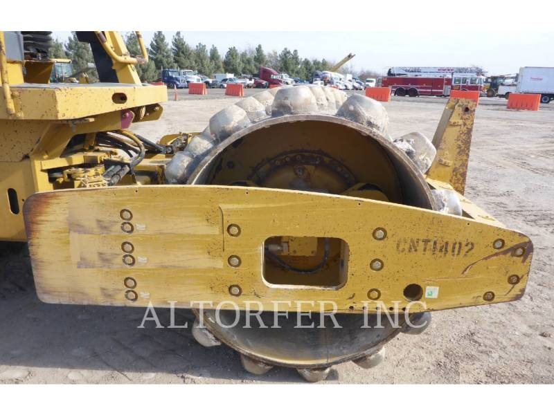 CATERPILLAR COMPACTEUR VIBRANT, MONOCYLINDRE LISSE CP563E equipment  photo 5