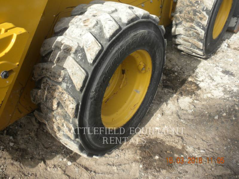 CATERPILLAR SKID STEER LOADERS 272D equipment  photo 8