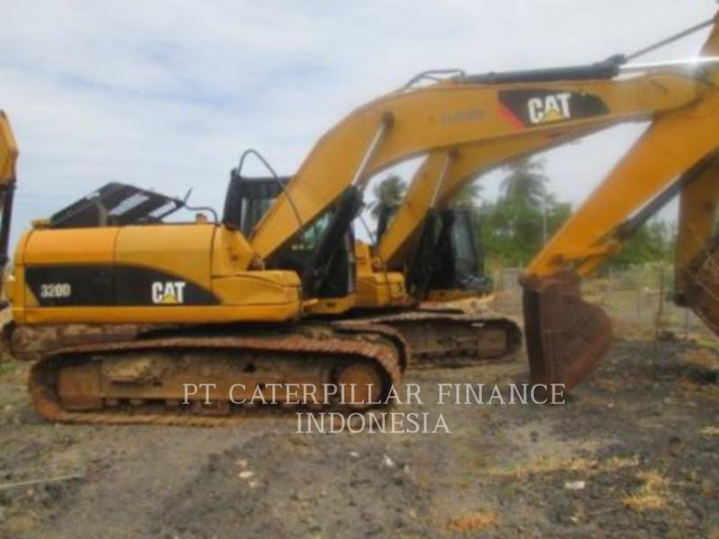 CATERPILLAR KETTEN-HYDRAULIKBAGGER 320D equipment  photo 1