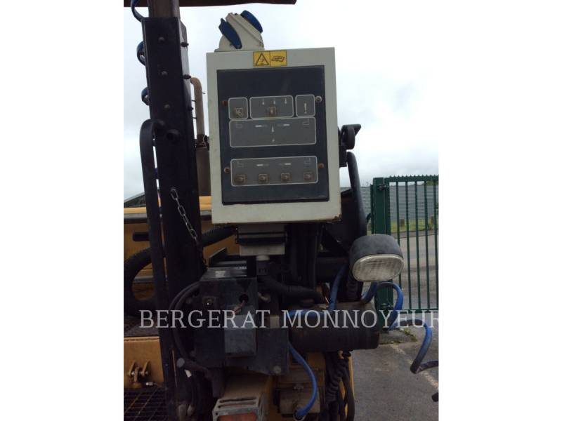 CATERPILLAR ASPHALT PAVERS AP300 equipment  photo 13