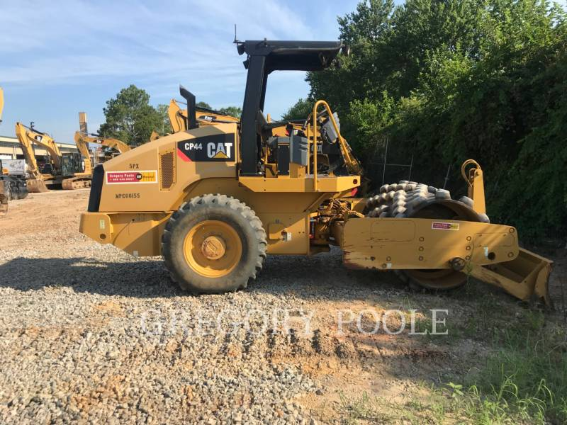 CATERPILLAR COMPACTEUR VIBRANT, MONOCYLINDRE À PIEDS DAMEURS CP44 equipment  photo 11
