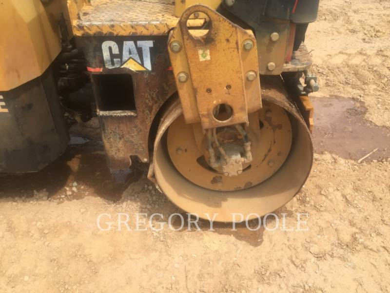 CATERPILLAR VIBRATORY DOUBLE DRUM ASPHALT CB-224E equipment  photo 14