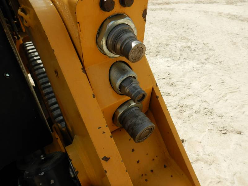 CATERPILLAR CHARGEURS TOUT TERRAIN 239D equipment  photo 18