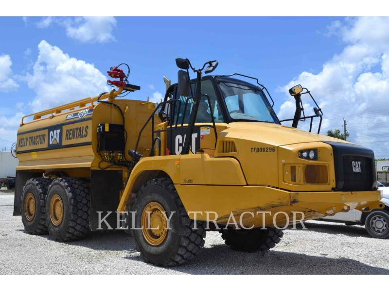 CATERPILLAR CAMIONS CITERNE A EAU 725C equipment  photo 1