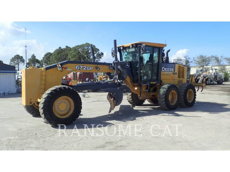 DEERE & CO. MOTOR GRADERS 672GP equipment  photo 2