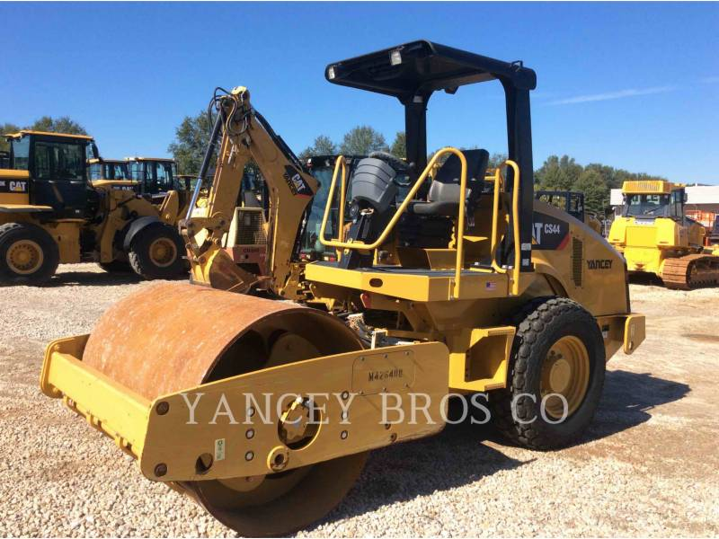 CATERPILLAR COMPACTEURS CS44 equipment  photo 1