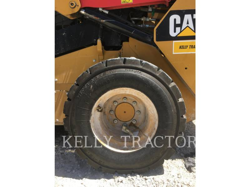 CATERPILLAR SKID STEER LOADERS 242 D equipment  photo 12