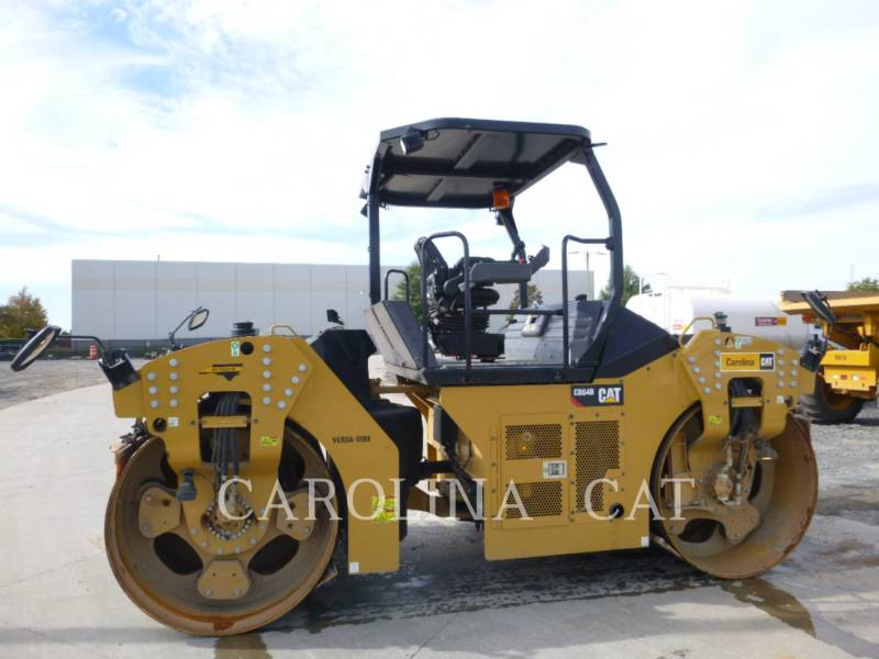 CATERPILLAR コンパクタ CB64B equipment  photo 4
