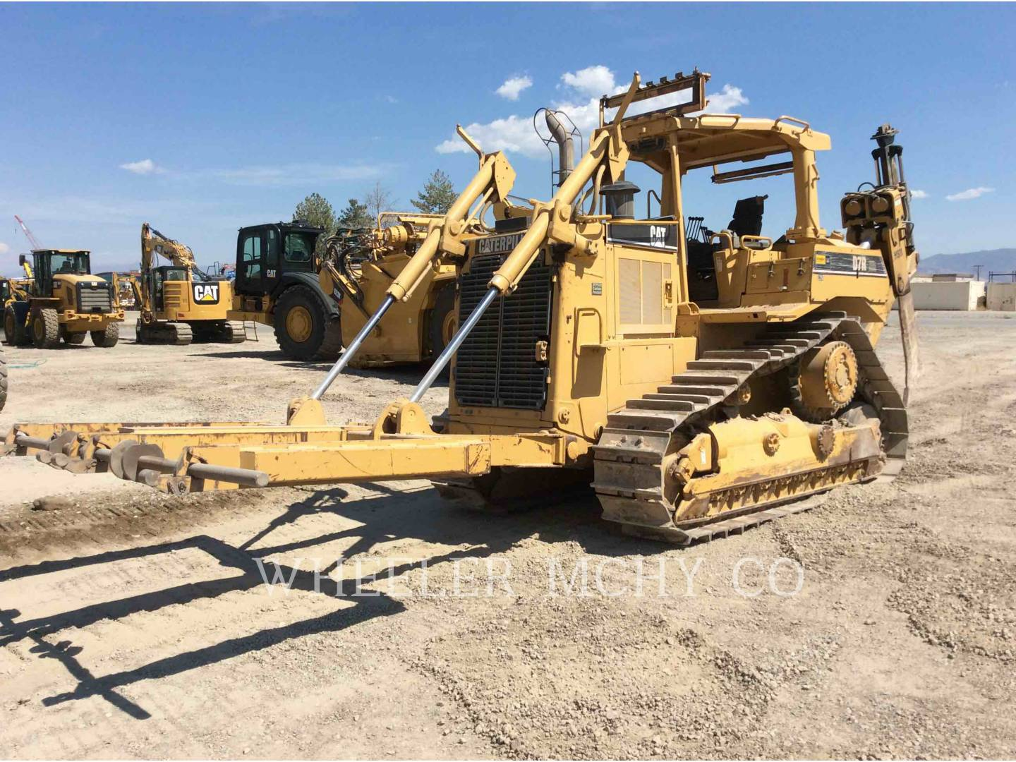 Detail photo of 1997 Caterpillar D7R from Construction Equipment Guide