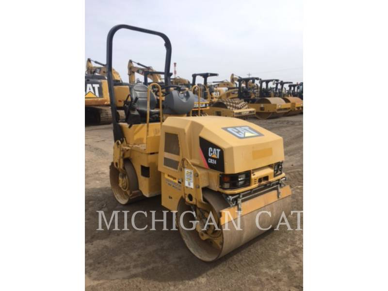 CATERPILLAR COMPACTEURS TANDEMS VIBRANTS CB24 equipment  photo 2