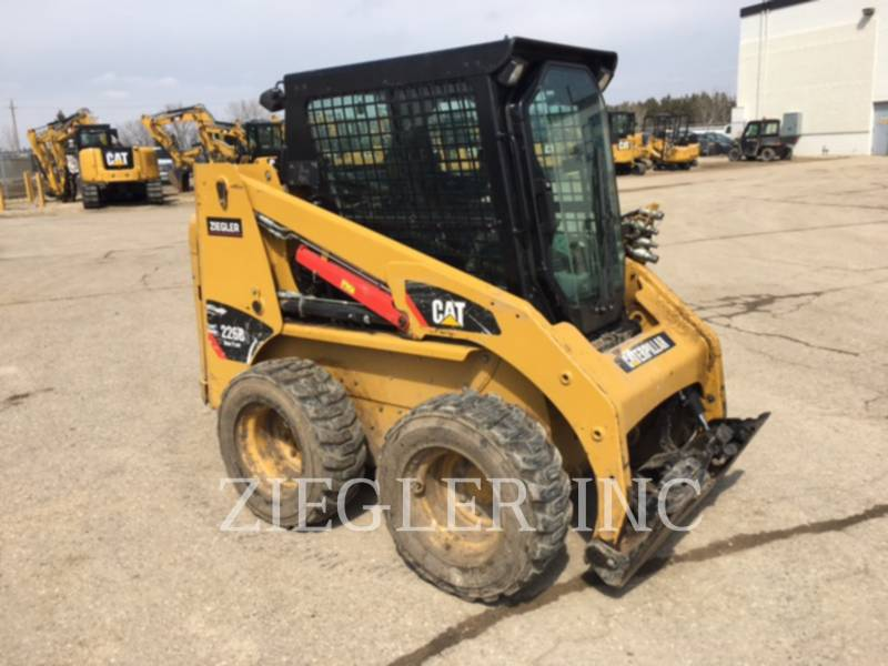 CATERPILLAR CHARGEURS COMPACTS RIGIDES 226B3 equipment  photo 3