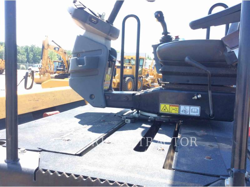 CATERPILLAR VIBRATORY DOUBLE DRUM ASPHALT CB64 equipment  photo 15