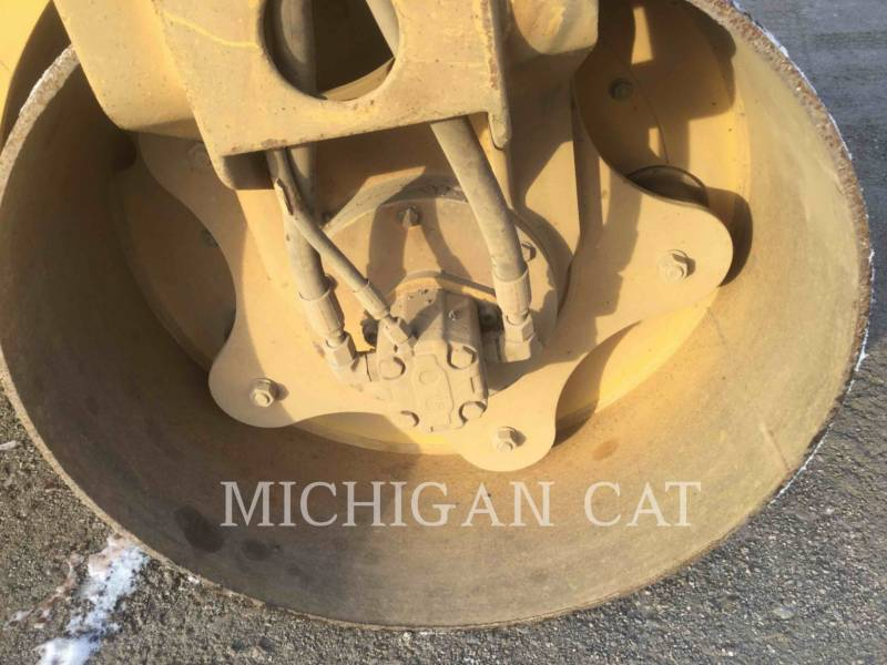 CATERPILLAR VIBRATORY DOUBLE DRUM ASPHALT CB24 equipment  photo 17