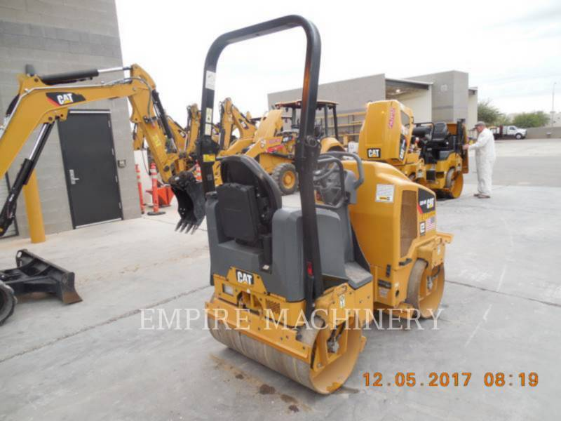 CATERPILLAR TANDEMVIBRATIONSWALZE, ASPHALT CB14B equipment  photo 2
