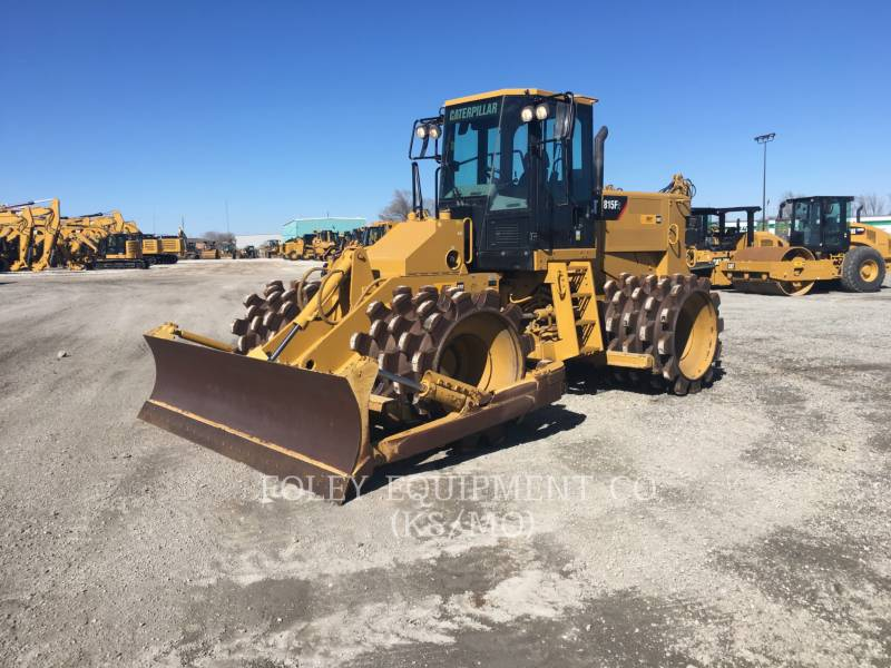 CATERPILLAR コンパクタ 815F2 equipment  photo 1