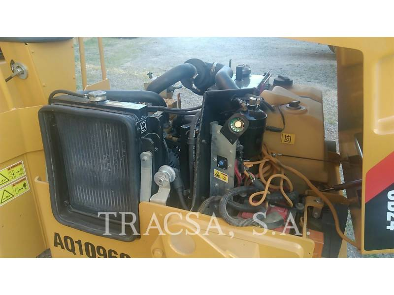 CATERPILLAR TAMBOR DOBLE VIBRATORIO ASFALTO CB24 equipment  photo 13