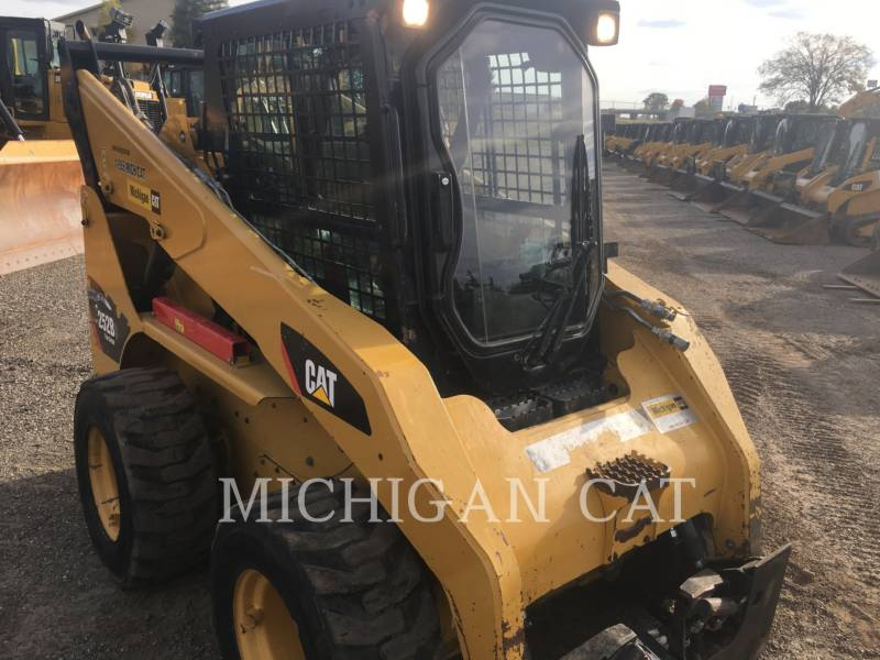 CATERPILLAR SKID STEER LOADERS 252B3 C2Q equipment  photo 8