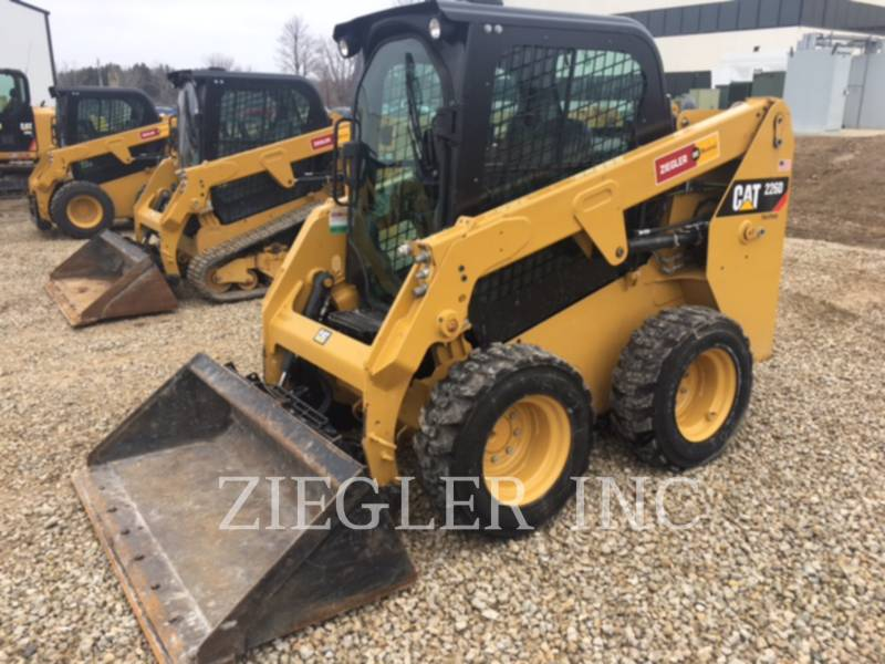 CATERPILLAR PALE COMPATTE SKID STEER 226DSR equipment  photo 1