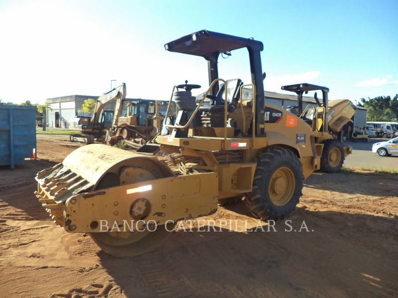CATERPILLAR COMPACTEUR VIBRANT, MONOCYLINDRE LISSE CS-423E equipment  photo 7