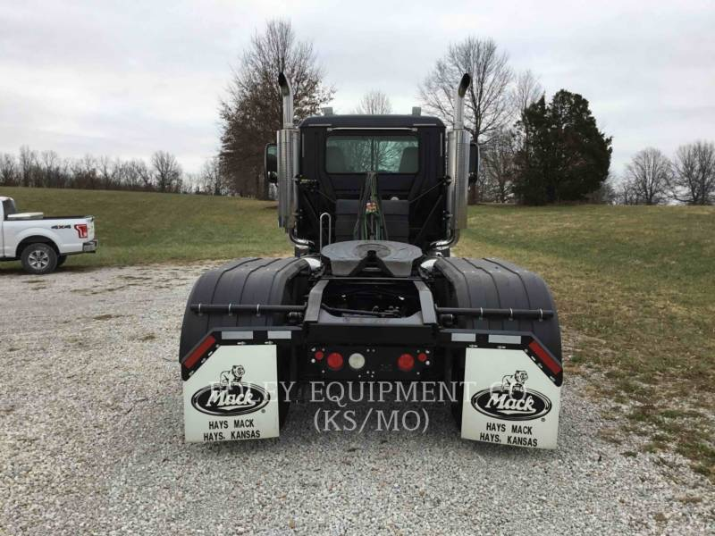 MACK CAMIONS ROUTIERS CNH613 equipment  photo 5