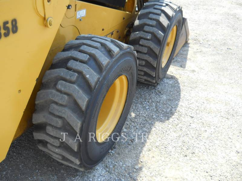 CATERPILLAR SKID STEER LOADERS 246D equipment  photo 12