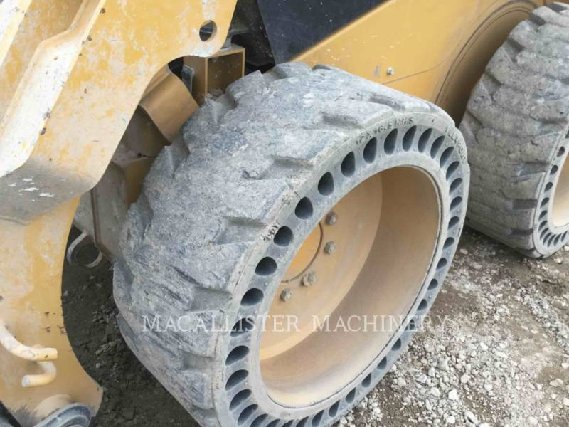 CATERPILLAR CHARGEURS COMPACTS RIGIDES 242D equipment  photo 21