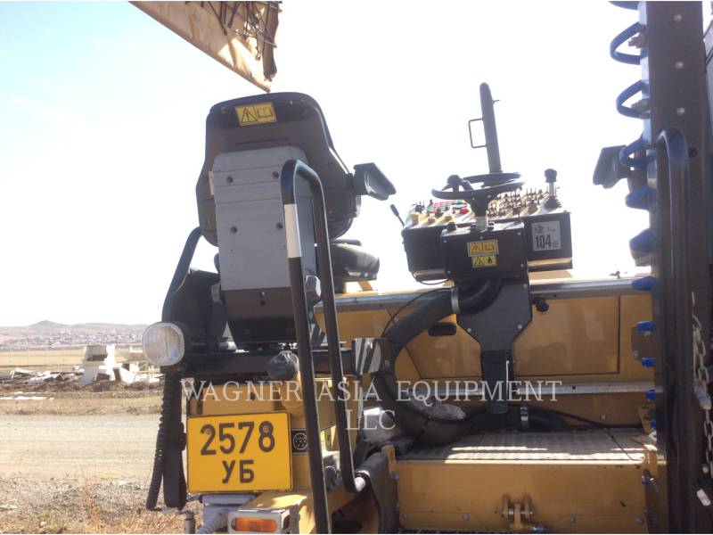 CATERPILLAR ASPHALT PAVERS AP-300 equipment  photo 16