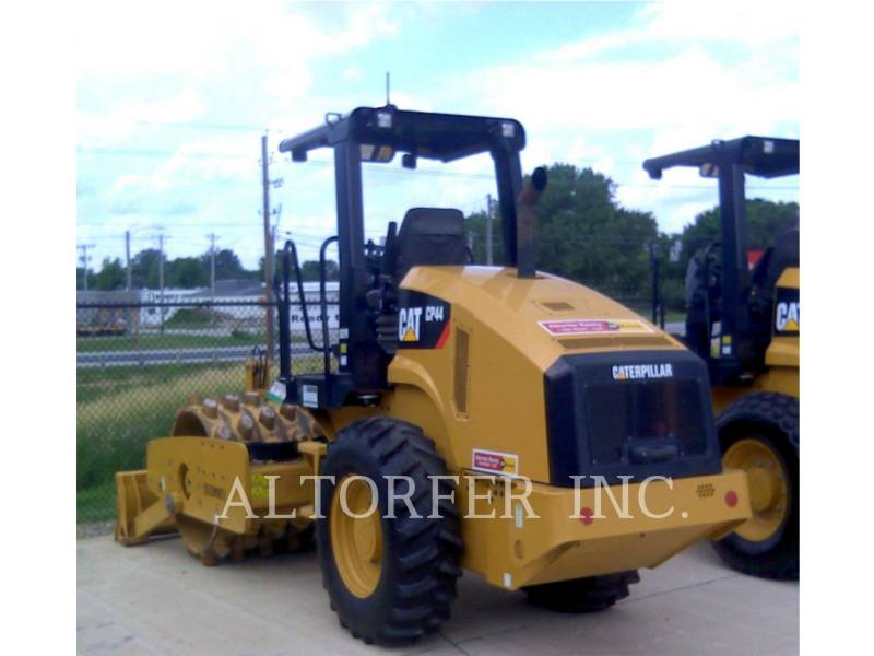 CATERPILLAR COMPACTEUR VIBRANT, MONOCYLINDRE LISSE CP44 equipment  photo 4