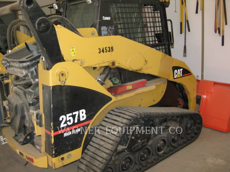 CATERPILLAR SKID STEER LOADERS 257B equipment  photo 3
