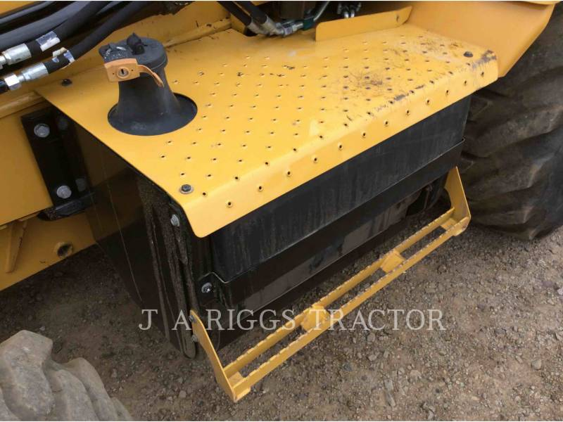 CATERPILLAR CHARGEUSES-PELLETEUSES 420F 4H equipment  photo 14