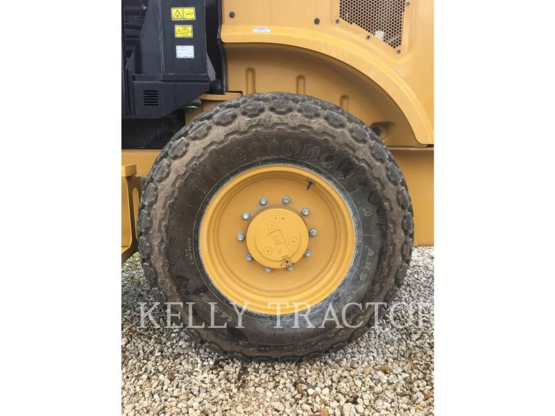 CATERPILLAR COMPACTEUR VIBRANT, MONOCYLINDRE LISSE CS44B equipment  photo 12