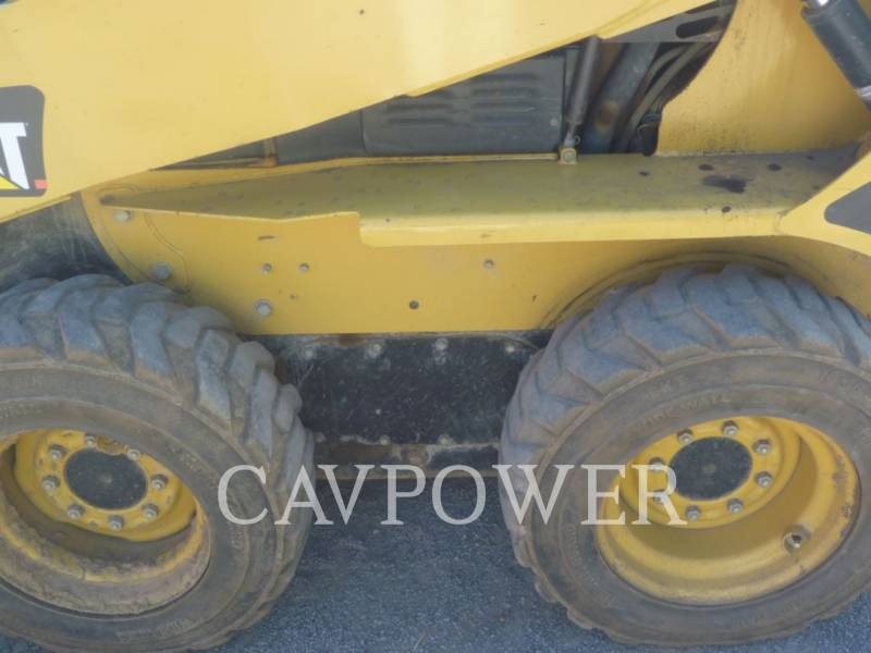 CATERPILLAR SKID STEER LOADERS 232B equipment  photo 13