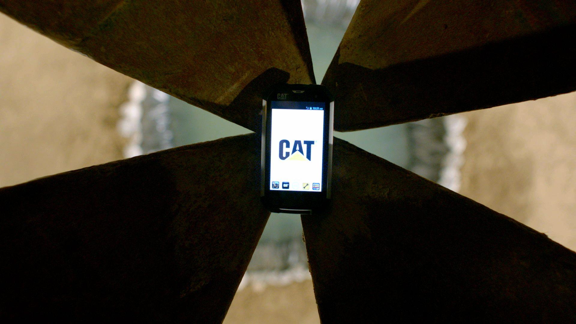 """CAT® B15 智能手机挑战""""重力"""",值得拥有"""