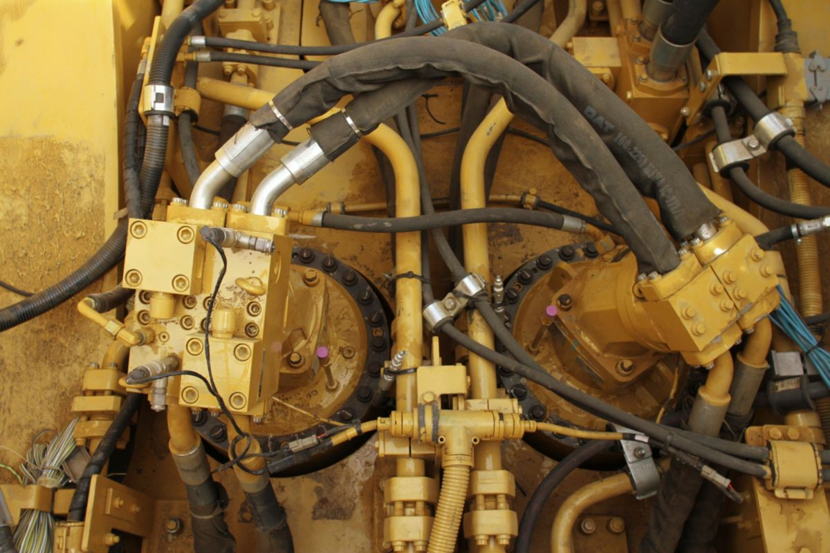 Adaptive Hydraulic System – Reliable Performance from an Efficient, Clean, and Serviceable System