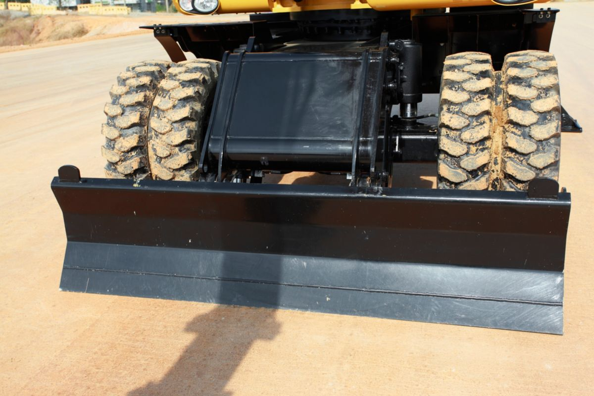 Stabilizers and Dozer Blade – Versatile Solutions to Do It All.