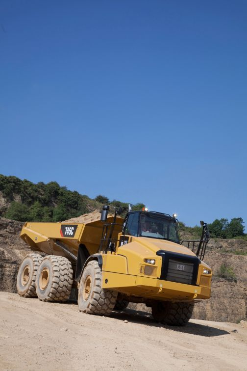 745C - Three Axle Articulated Trucks