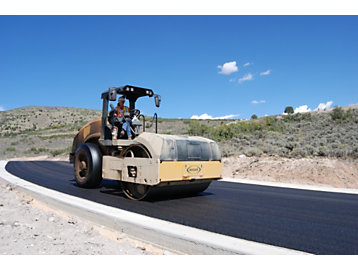 Combination Compactor Meets Challenge of Asphalt Paving in Utah's Wasatch Range