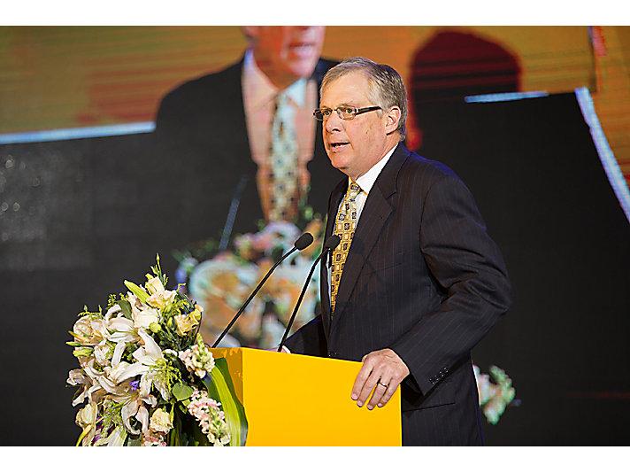 卡特彼勒公司董事长兼首席执行官道格拉斯· 欧博赫曼(Doug Oberhelman)发表致辞