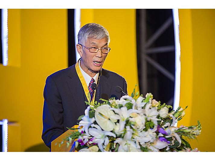 中国工程机械行业协会会长祁俊发表致辞