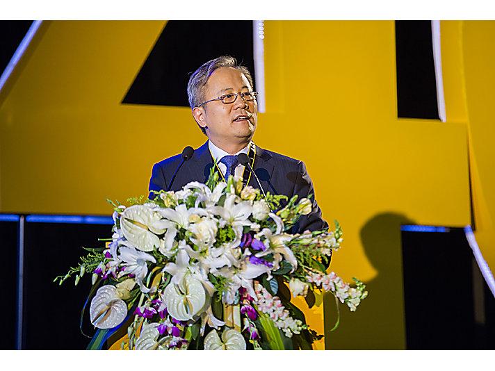 卡特彼勒全球副总裁、卡特彼勒(中国)投资有限公司董事长陈其华发表致辞