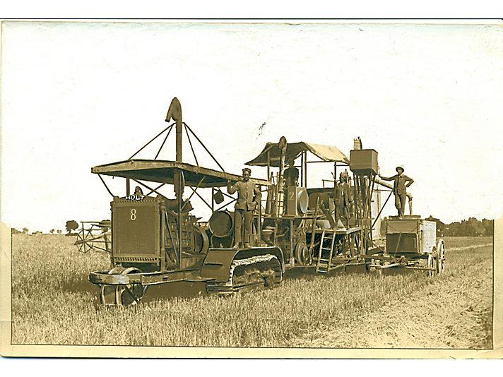 1912年,Holt 60拖拉机在北非牵引一台Holt联合收割机